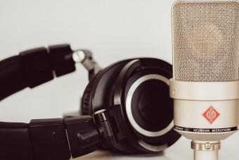 microphone-4465040_1920.jpg